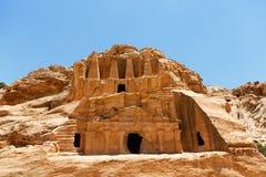 Висок в горах среди утесов в Petra, Джордана Стоковое Изображение RF