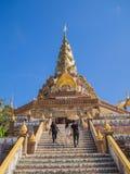 Висок в голубом небе, Таиланде Стоковое Изображение RF