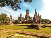 Висок в парке Ayuthaya историческом, место Wat Chaiwatthanaram всемирного наследия ЮНЕСКО в Таиланде стоковое изображение