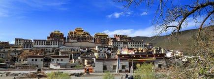 Висок в Шангри-Ла, Китай панорамы грандиозный буддийский Стоковая Фотография