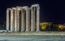 Висок Зевса на ноче, Афин олимпийца, Греции Стоковое фото RF