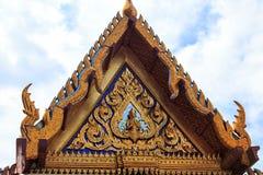 Висок изумрудного Будды детализирует конец-вверх, маленький золотой Будду стоковое изображение