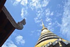 Висок и пагода стиля Lanna буддийский Стоковые Изображения RF
