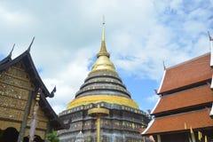 Висок и пагода стиля Lanna буддийский Стоковое фото RF