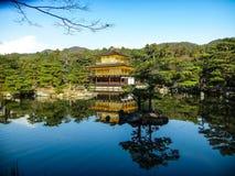 Висок Киото золотой стоковые изображения