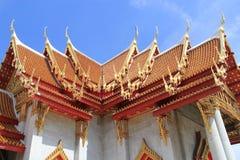 Висок мрамора крыши монастыря в Бангкоке Стоковые Фотографии RF