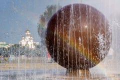 Висок на крови на предпосылке фонтана и радуги Стоковая Фотография RF