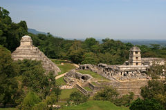 Висок надписей вышел и право дворца/Palenque, Мексика Стоковое фото RF