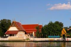 Висок на Koh Kret около берега реки Стоковое Фото