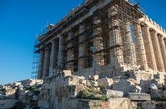 Висок Парфенона в ремонтине восстановления на яркий день Acrop Стоковые Изображения