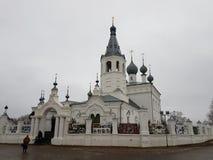 Висок прелата Джона Chrysostom в Godenovo в котором интерес-работая крест храни стоковое фото