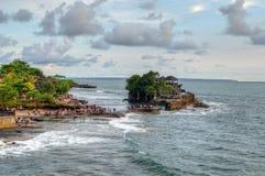 Висок серии Tanah на море в острове Индонезии Бали Стоковое Изображение RF