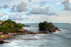 Висок серии Tanah на море в острове Индонезии Бали Стоковые Изображения RF