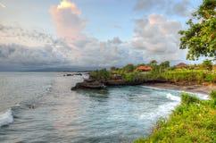Висок серии Tanah на море в острове Индонезии Бали Стоковые Фото