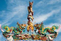 висок статуи крыши дракона фарфора Стоковая Фотография RF