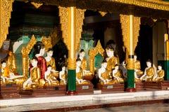 Висок с много различное определенное размер Buddhas стоковая фотография rf