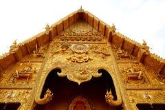 Висок тайского северного стиля золотой, тонна лотка Wat Si Стоковое Изображение RF
