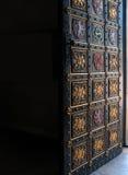 висок чехословакской декоративной двери открытый к Стоковые Фотографии RF