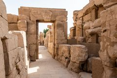 Висок Anscient Karnak в Луксоре - Archology Ruine Thebes Египта около Нила стоковая фотография rf