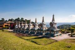 Висок Budhist Stupas Khadro Ling Стоковые Изображения