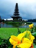 Висок danu Ulun в Бали-Индонезии Стоковая Фотография RF
