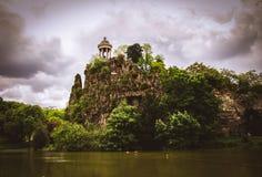 Висок de Ла Sibylle в Buttes Chaumont des Parc в Париже, Франции Стоковые Изображения