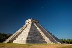 Висок El Castillo Kukulkan, Chichen Itza, Мексики Стоковая Фотография