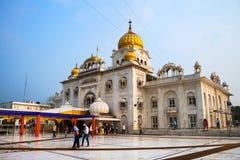 Висок Gurudwara Bangla Sahib сикхский в Дели, Индии Стоковые Фотографии RF