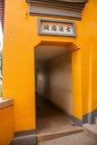 Висок Jinshan в Цзянсу Zhenjiang Menting и стенах вокруг надписи вышел позади Стоковое Фото