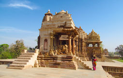 Висок Khajuraho в Индии на солнечный день с голубым небом Стоковые Фотографии RF
