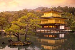 Висок Kinkakuji висок золотого павильона буддийский висок в Киото Стоковая Фотография