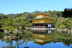 Висок Kinkakuji (золотой павильон) в Киото, Японии Стоковое Фото