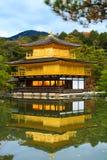 Висок Kinkakuji (отражение) Стоковое фото RF