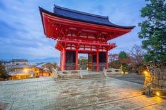 Висок Kiyomizu-Dera буддийский в Киото, Японии Стоковые Фото