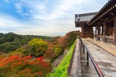 Висок Kiyomizu-Dera буддийский в Киото, Японии Стоковое Фото