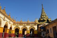 Висок Mahamuni в Мандалае, Мьянме Стоковое Фото