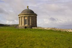 Висок Mussenden расположенный на покатом Demesne в графстве Лондондерри на северном побережье Ирландии Стоковая Фотография