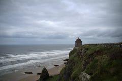 Висок Mussenden с покатым пляжем Стоковые Фотографии RF