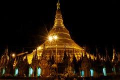 висок shwedagon ночи Стоковая Фотография