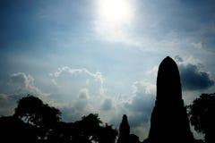Висок Siluate старый на небе предпосылки Стоковая Фотография RF