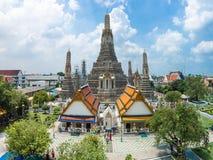 Висок Wat Arun и берег реки Chao Phraya в Бангкоке Таиланде Стоковые Изображения