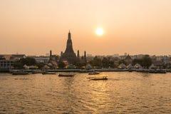 Висок Wat Arun на заходе солнца в Бангкоке Таиланде Стоковое Изображение