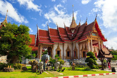 Висок Wat Chalong на солнечном дне Пхукете Таиланде стоковые изображения