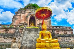 Висок Wat Chedi Luang и статуя Будды Стоковое фото RF