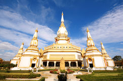 Висок Wat Pha Nam Yoi, Pha Nam Yoi, Roi Et Таиланд, Phra Maha Chedi Chai Mongkol Стоковые Фотографии RF