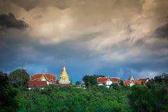 Висок Wat Phathat Doisaket, Чиангмай стоковая фотография rf