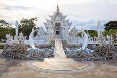 Висок Wat Rong Khun белый одно из большинств любимого посещения туристов ориентир ориентиров в Таиланде, построенный с современно стоковая фотография
