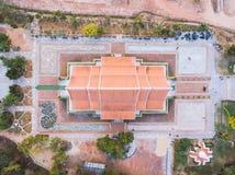Висок Wat Sirindhornwararam Phu Prao зарева дерева Bodhi Стоковые Фотографии RF