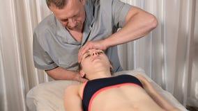 Висцеральный доктор приниманнсяый за механический монтаж черепа маленькой девочки r Предохранение здоровья видеоматериал