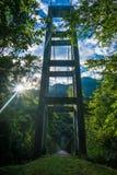 Висячий мост в солнце Стоковая Фотография RF